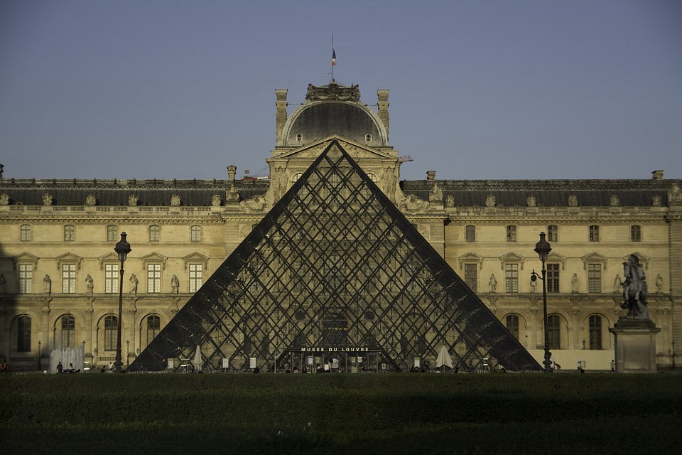 the-louvre-museum-3834071_960_720